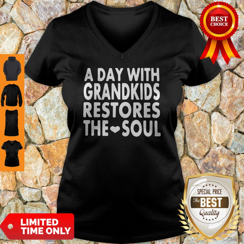 Top A Day With Grandkids Restores The Soul V-neck